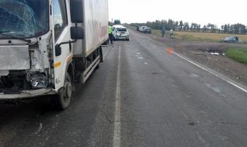 В Стерлитамакском районе Башкирии «Ниссан» столкнулся с двумя грузовиками