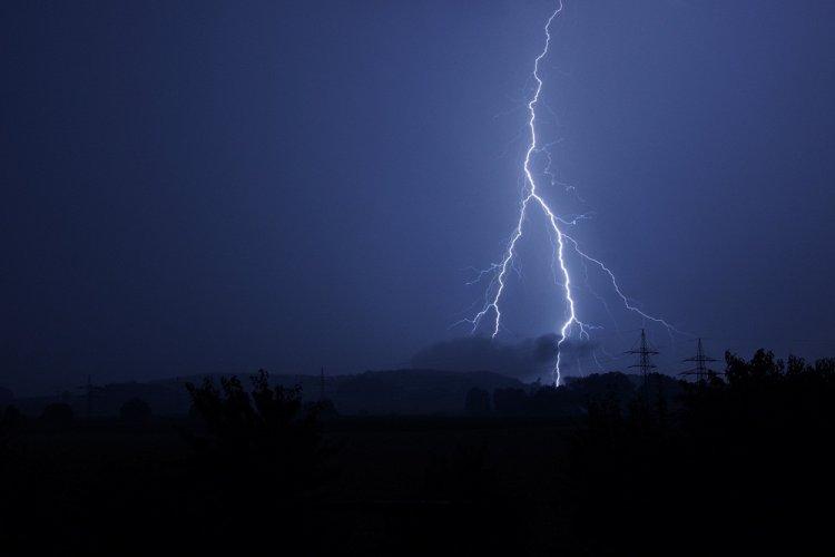 ВБашкирии впроцессе грозы отудара молнии умер 51-летний мужчина