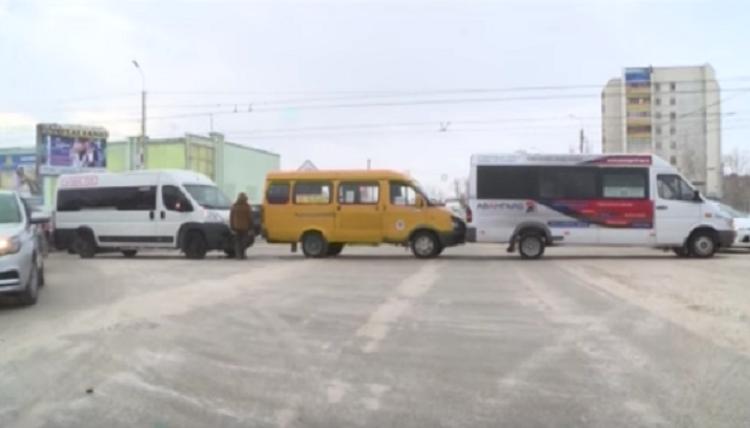 ВБашкирии цепочкой столкнулись три маршрутки спассажирами