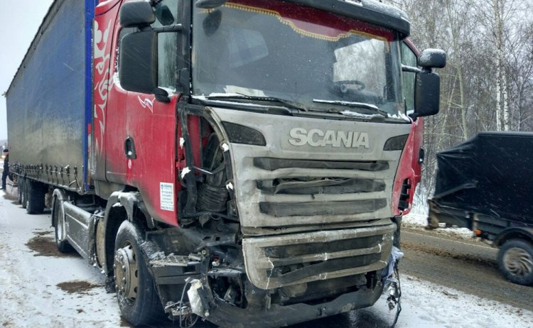ВБашкирии легковушка врезалась вфуру, шофёр умер