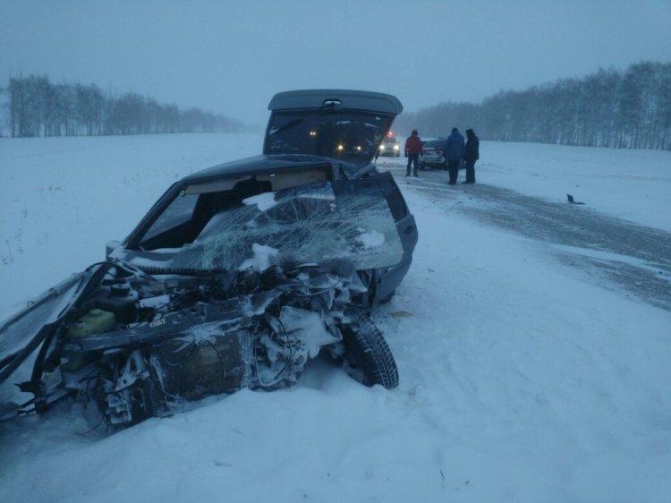 ВБашкирии случилось лобовое столкновение иномарки иВАЗа, оба водителя погибли