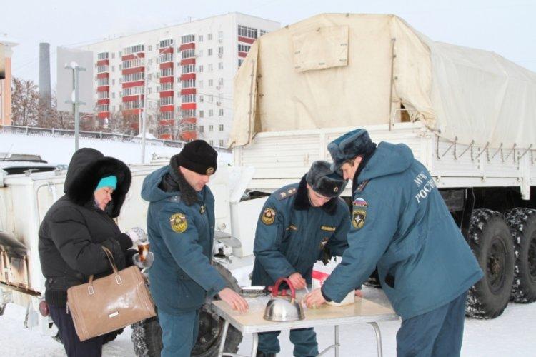 Работники МЧС Башкирии развернули вместах массовых гуляний полевые кухни