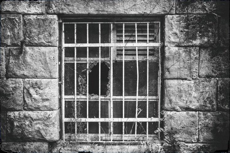 ВБашкирии впсевдо-реабилитационных центрах наркоманов морили голодом илишали сна