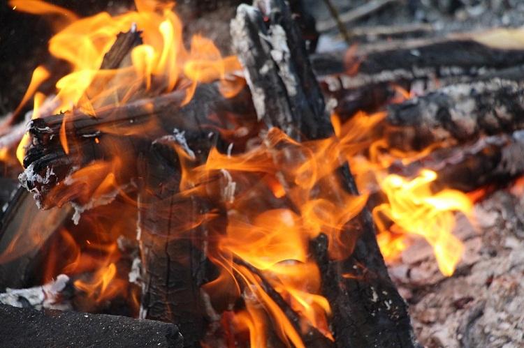 Сверепый пожар насевере Уфы уничтожил два жилых дома