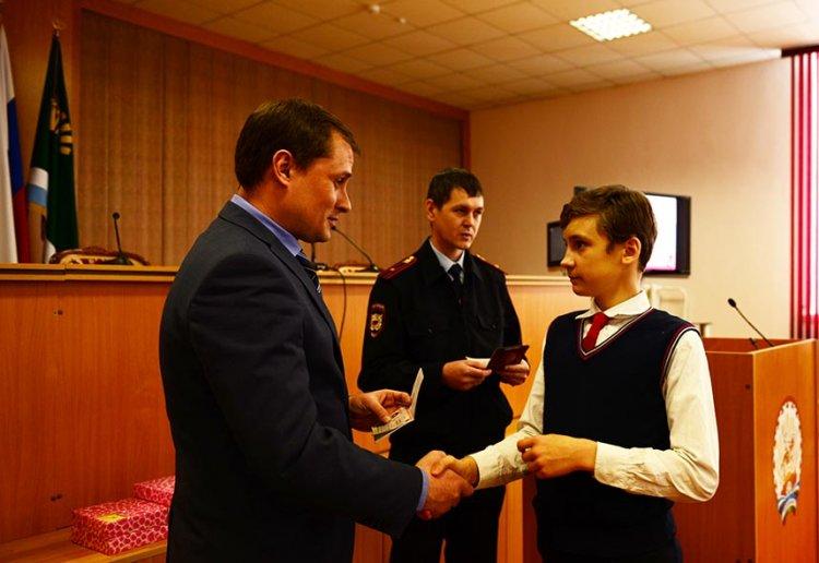 ВМарий Элюным жителям села торжественно вручили паспорта