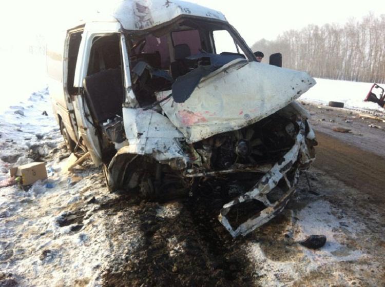 27-летний шофёр Мерседес Бенс умер в трагедии с грузовым автомобилем