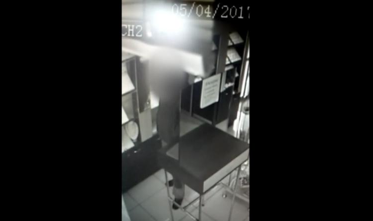 ВУфе мужчина похитил вювелирном салоне украшения на120 тыс. руб.