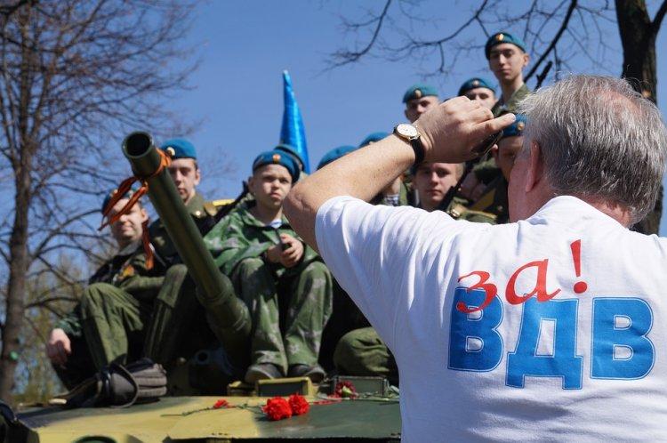 В РФ отмечают День ВДВ