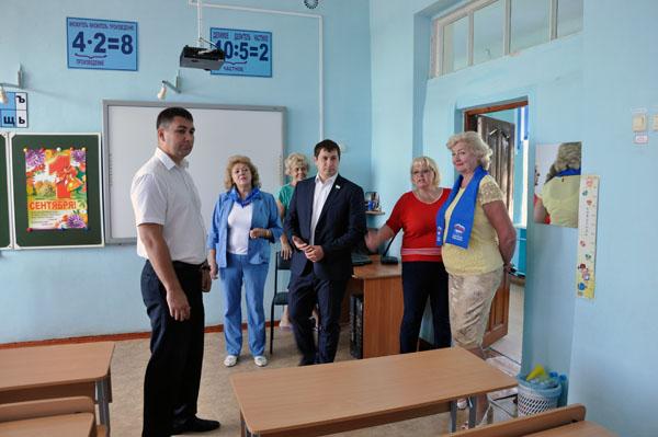 В Уфе сторонники «Единой России» проверяют подготовку школ к учебному году