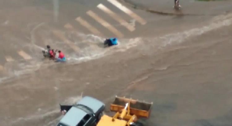 Сильный дождь  обрушился на Уфу и затопил улицы города