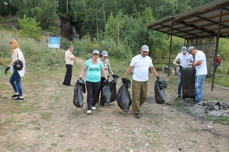 Активисты ОНФ провели «Генеральную уборку» на озере Аслыкуль в Башкирии