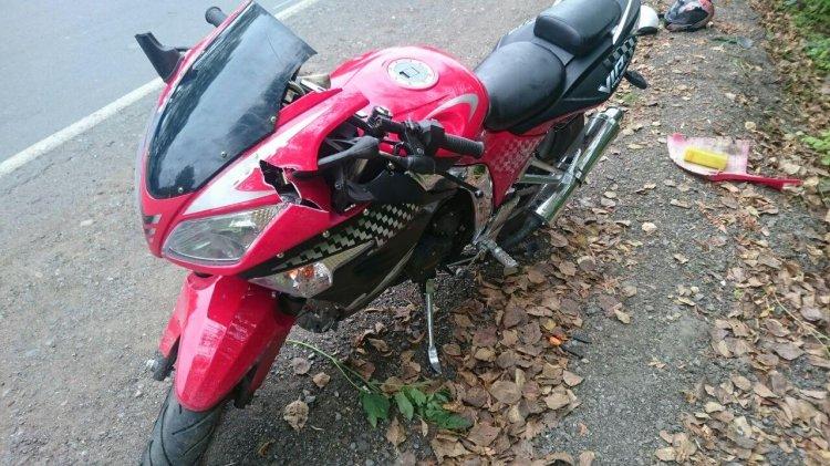 В Уфе мотоциклист не справился с управлением и рухнул на дорогу