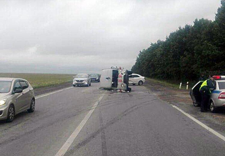 ДТП в Башкирии: автоледи на Chevrolet Cobalt  не уступила дорогу «скорой помощи», есть пострадавшие