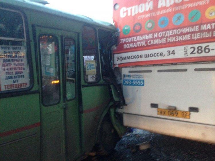 В Уфе столкнулись два пассажирских автобуса: есть пострадавшие