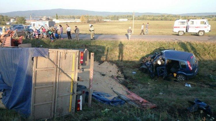 В Башкирии столкнулись Ford Fusion и КамАЗ, пострадали 6 человек