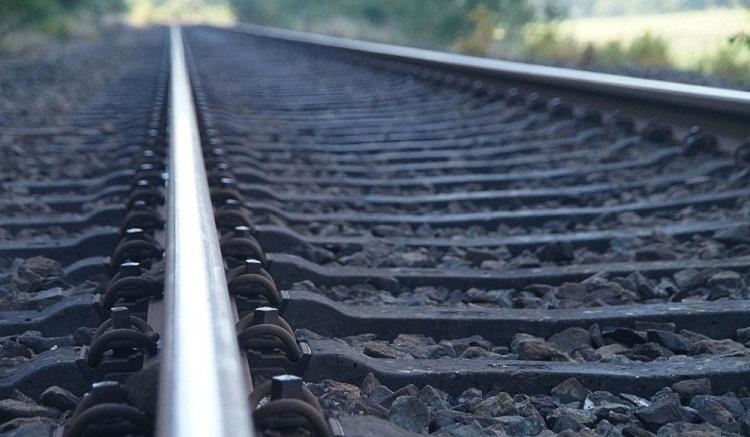 В Уфе молодая женщина в наушниках попала под поезд