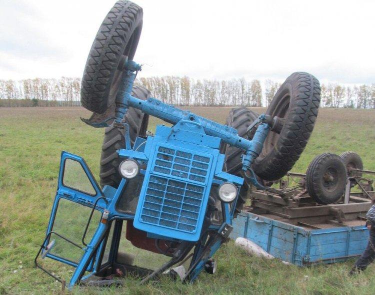 В Башкирии перевернулся трактор: 59-летний водитель погиб