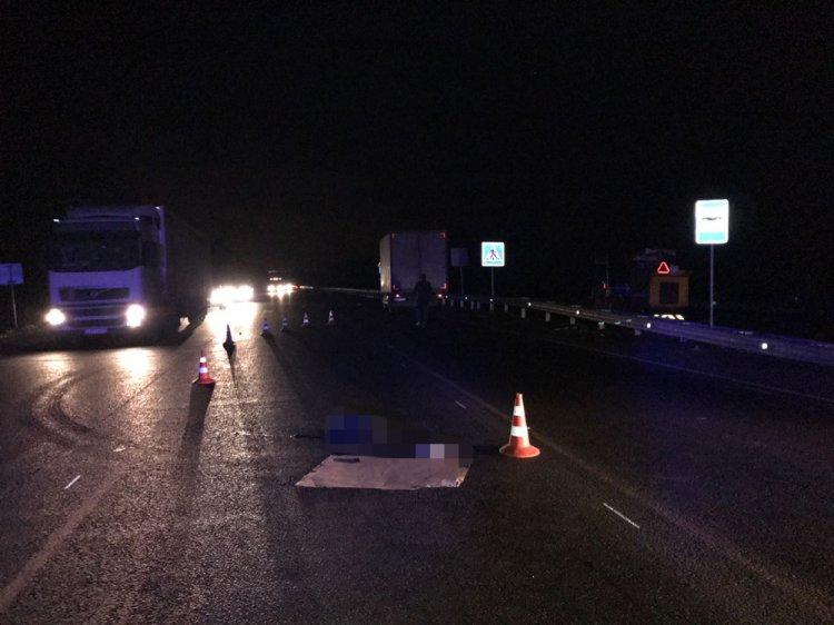 В Башкирии женщина погибла, пытаясь перебежать дорогу перед близко идущим грузовиком