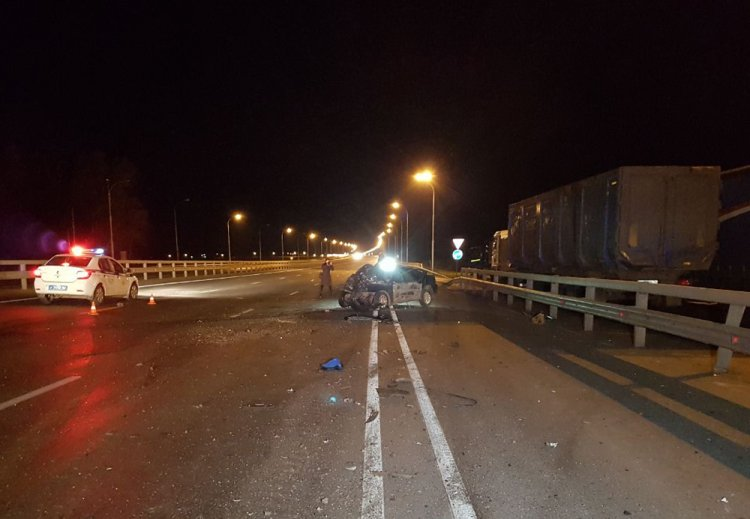В Башкирии лихач на Kia Spectra врезался в грузовик, двое погибли