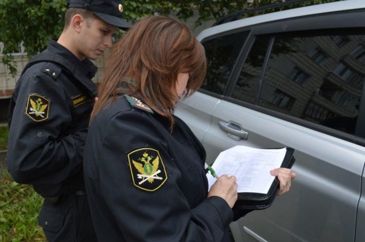 ВБашкирии удолжника приставы забрали «Мицубиши Аутлэндер»