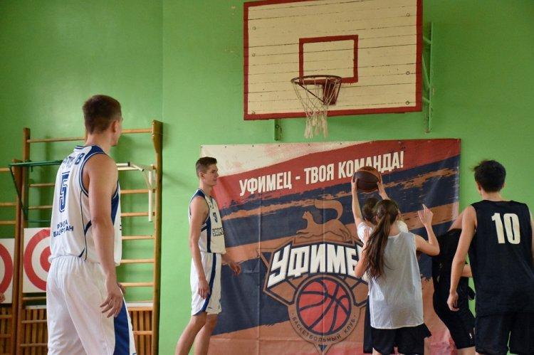 Баскетболисты «Уфимца» провели мастер-класс для школьников столицы