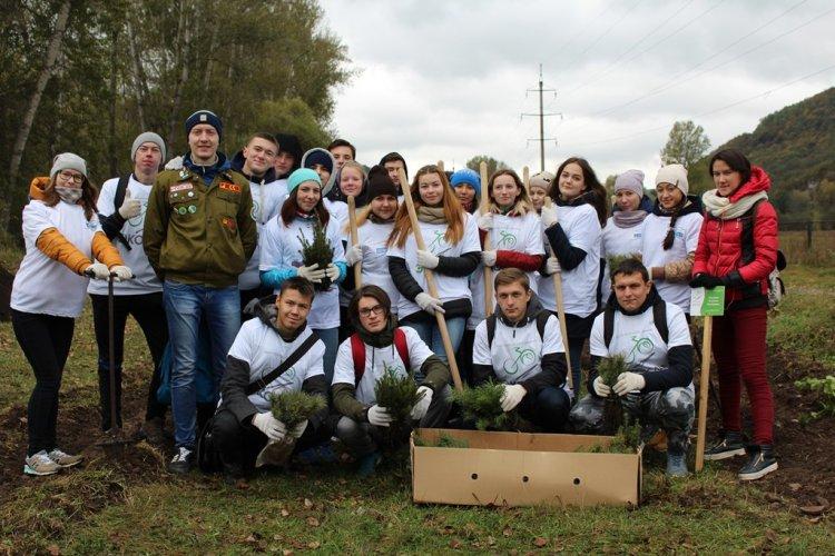 Студенты из Стерлитамака в рамках проекта «ЭКОслед» посадили 1000 кедров