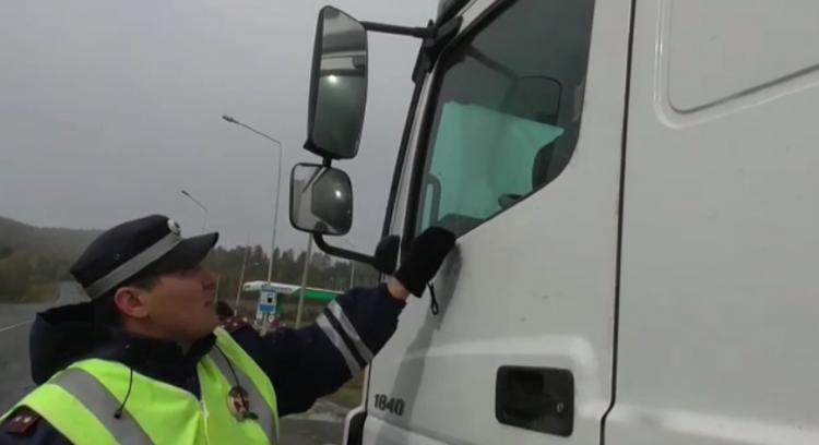 В Башкирии водитель грузовика оказал неповиновение сотрудникам ГИБДД