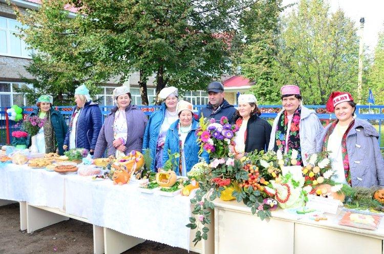 В Илишевском районе Башкирии сельский дом культуры открыли выставкой и чаепитием