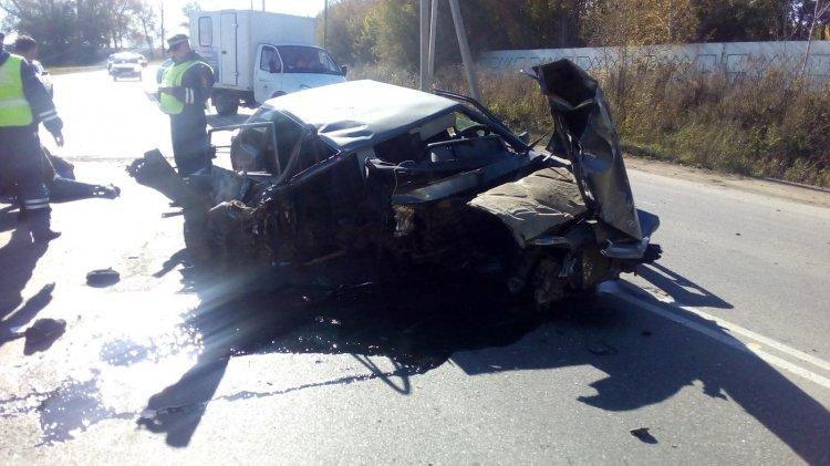 В Стерлитамаке «лишенник» на «ВАЗе» врезался в  бетонный забор, его пассажир погиб