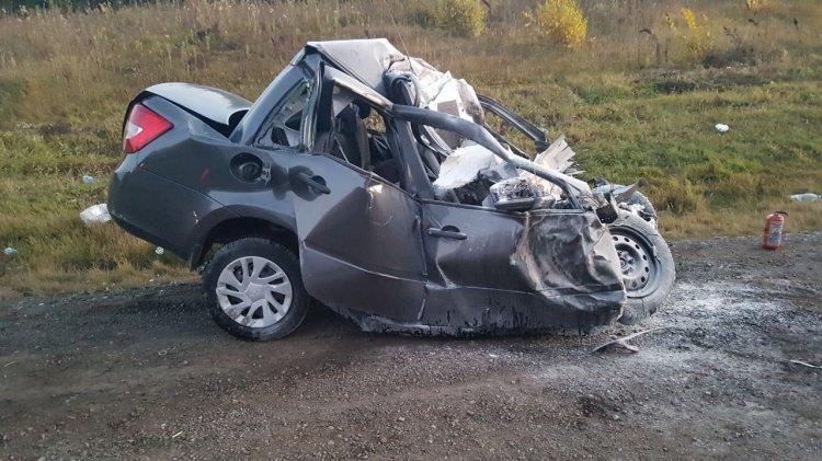 Грузовик и «Гранта» столкнулись в Башкирии, есть жертвы