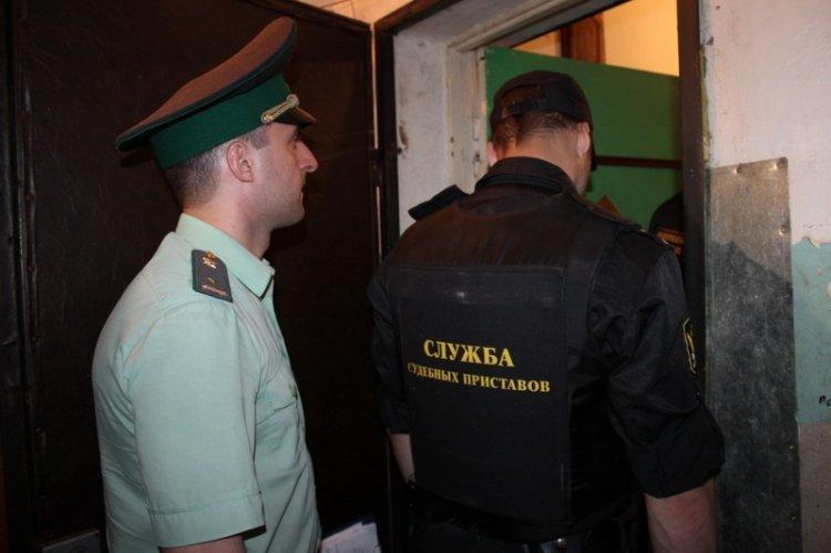 В Башкирии приставы вселили женщину с двумя детьми в квартиру, которую оккупировала свекровь