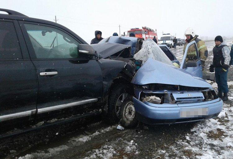 В Башкирии столкнулись Toyota Land Cruiser и ВАЗ-2110: трое погибли, один пострадал