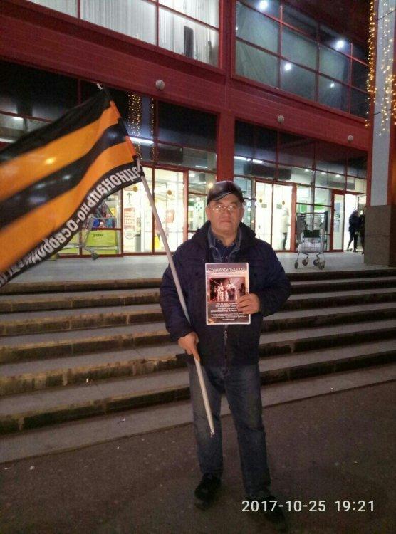В Стерлитамаке прошел одиночный пикет против демонстрации фильма «Матильда»