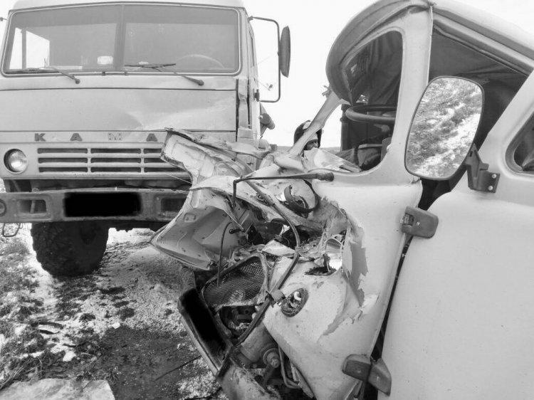 В Башкирии столкнулись УАЗ и КамАЗ: один человек погиб, четыре пострадали