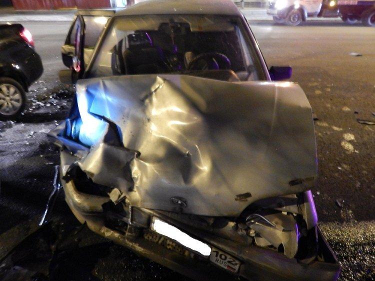 ДТП в Уфе: пьяный водитель LADA Granta врезался в ВАЗ-2115