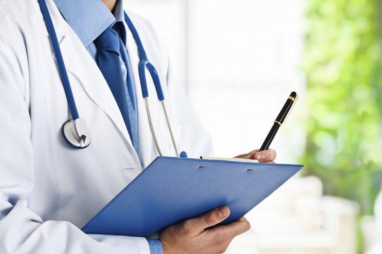 Названа средняя зарплата врача в России