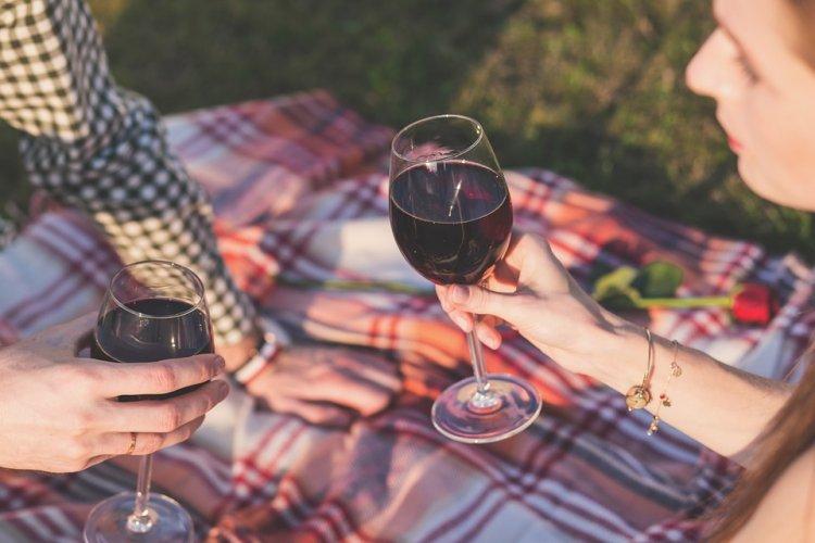Красное вино помогает забеременеть, показало исследование