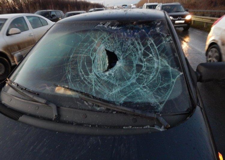 В Уфе 47-летний мужчина попал под машину и получил травму головы