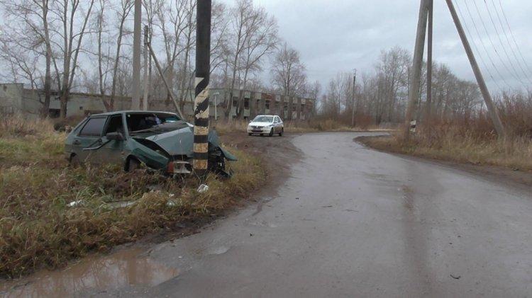 В Башкирии пьяный водитель ВАЗа протаранил металлическую опору