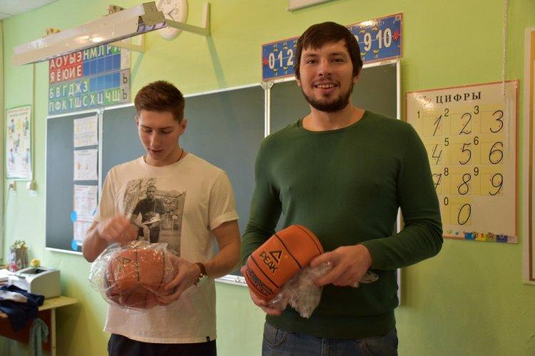 «Уфимец» провел урок баскетбола для школьников столицы