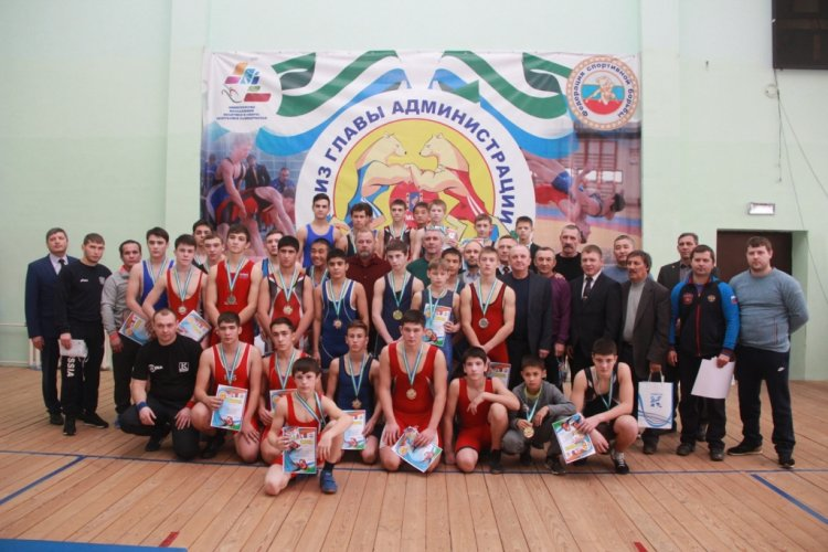 В Кумертау прошел открытый республиканский турнир по греко-римской борьбе