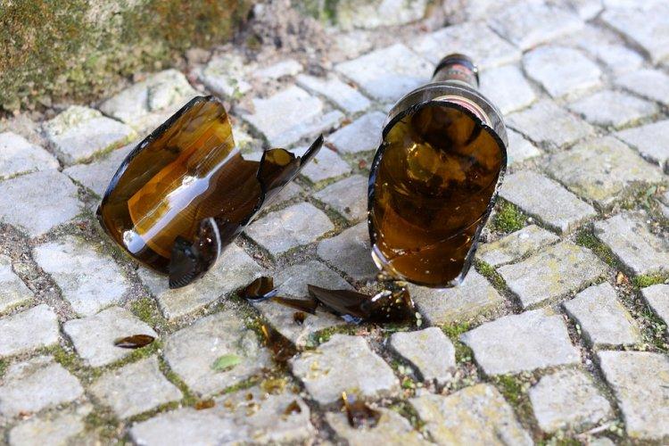 В Башкирии 24-летний парень выколол глаз приятелю осколком бутылки