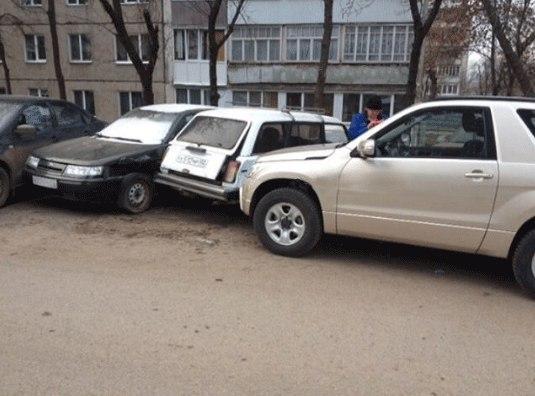 В Уфе женщина на иномарке протаранила четыре автомобиля