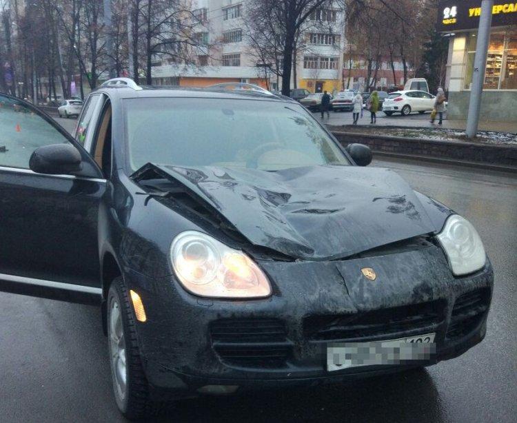 В центре Уфы водитель на Porsche насмерть сбил пожилого мужчину
