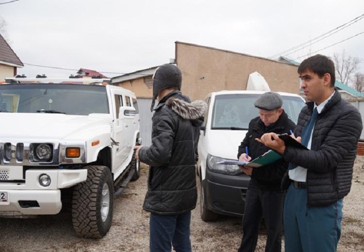 В Уфе водитель оплатил долг в 200 тысяч рублей, чтобы не лишиться Hummer