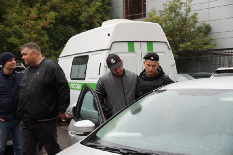 Grand Cherokee, принадлежащий неплательщику транспортного налога, арестован  приставами в Уфе