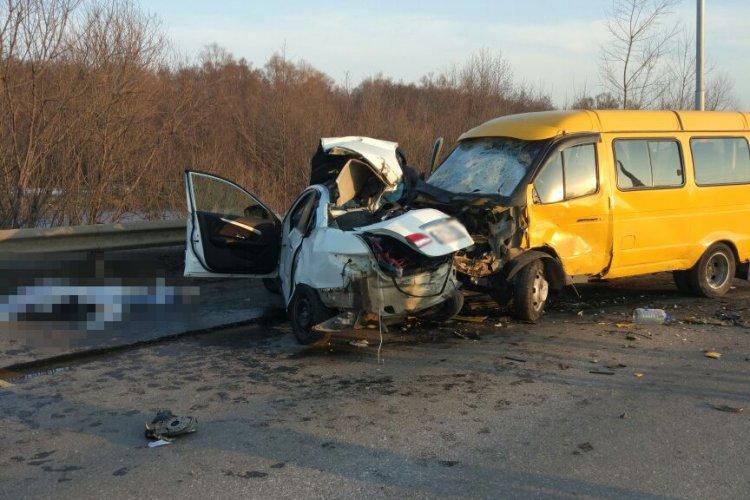 Страшное ДТП. В Уфе маршрутка столкнулась с легковушкой: один погиб, шестеро пострадали