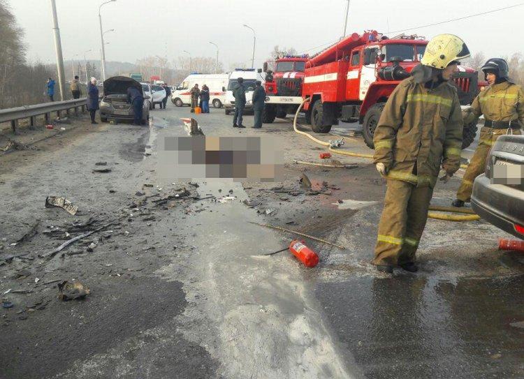 В Уфе в жутком ДТП погибли два человека, среди пострадавших - трехлетний ребенок