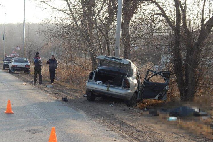 Лишенный прав водитель из Башкирии погиб, врезавшись в столб