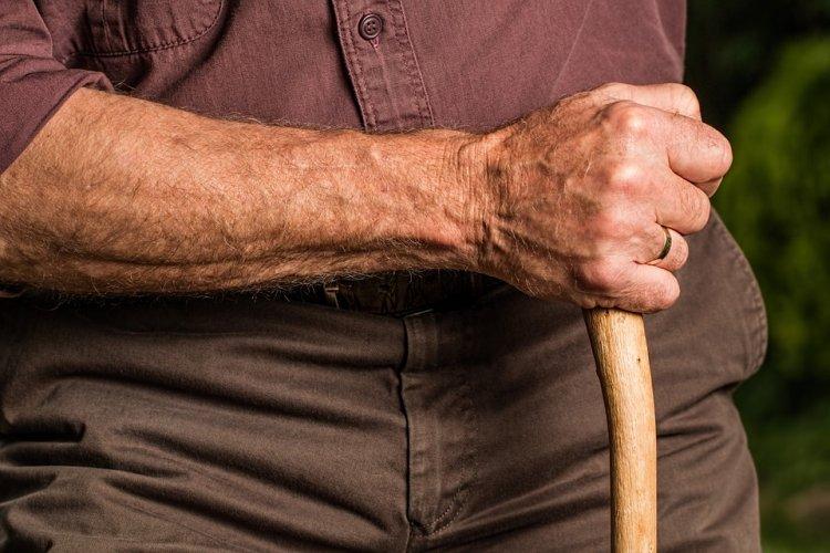 80-летний дедушка зверски изнасиловал пенсионерку на свидании по объявлению